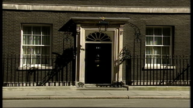 Campbell arrives at No10 ITN ENGLAND London Downing Street Alastair Campbell arrival at 10 Downing Street GVS Exterior of No 10 with policeman...