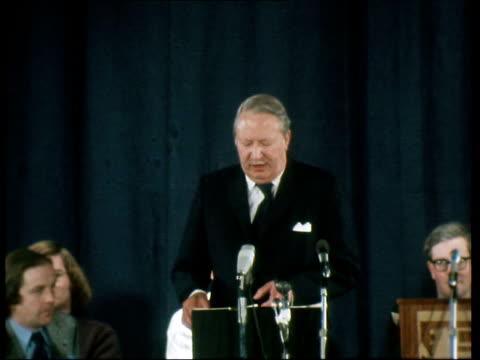 vídeos y material grabado en eventos de stock de edward heath speech england edward heath speech - 1974