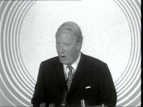 edward heath england central hall westminster sof 'taxes today in britain are far too highthe 2nd world war' lms heath on platform pan to people... - edward heath stock-videos und b-roll-filmmaterial