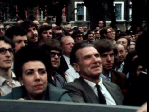 harold wilson england holborn argylle st pan crowd ts wilson and wife thro' crowd ls wilson and mary on balcony of labour committee rooms with others... - harold wilson stock-videos und b-roll-filmmaterial