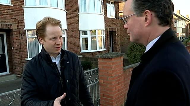 campaigning in ipswich england suffolk ipswich ext ben gummer mp talking to constituent and potential voter at her front door sot david ellesmere... - klemmbrett stock-videos und b-roll-filmmaterial
