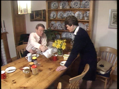 lib dems a2045 england somerset yeovil ms paddy ashdown mp having breakfast at home with wife mary jane devon taunton tls paddy ashdown mp in front... - strohhut stock-videos und b-roll-filmmaterial