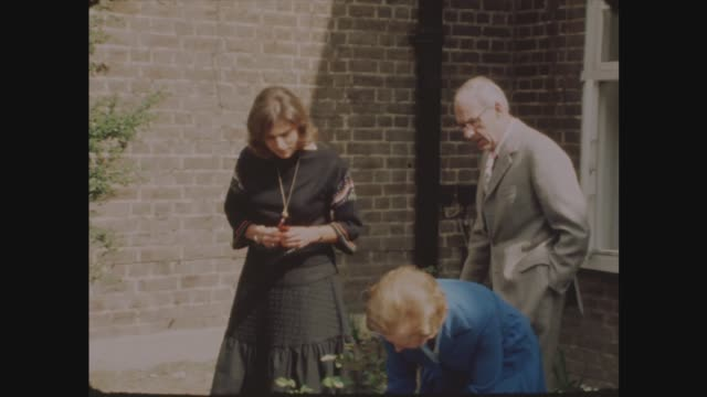 margaret thatcher with cabinet members; england: london: chelsea: ext margaret thatcher and daughter carol thatcher and husband denis thatcher in... - margaret thatcher stock videos & royalty-free footage