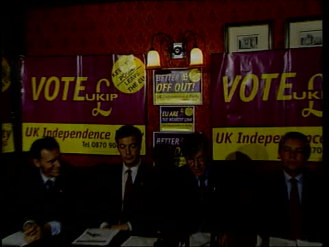 minor parties; itn england: london: westminster: ext uk independence party battle bus along past parliament ukip battle bus along livery on back of... - nigel farage stock-videos und b-roll-filmmaterial