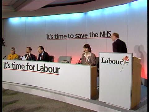 parties' campaigns continue; england london tms jack cunningham chairing morning meeting of party officials zoom in tms meeting with team looking... - fototermin stock-videos und b-roll-filmmaterial