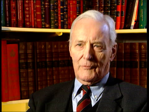 vídeos de stock, filmes e b-roll de retiring mps itn tony benn mp interviewed sot i'm giving up parliament to devote more time to politics i've got a lot of age and experience and no... - tony benn