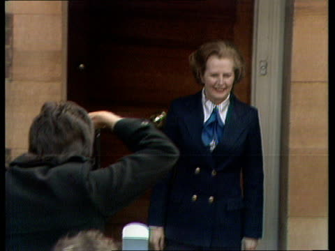 general election special 'good morning prime minister' [london] flood street thatcher outside home waves to press and back into house - allgemeine wahlen stock-videos und b-roll-filmmaterial