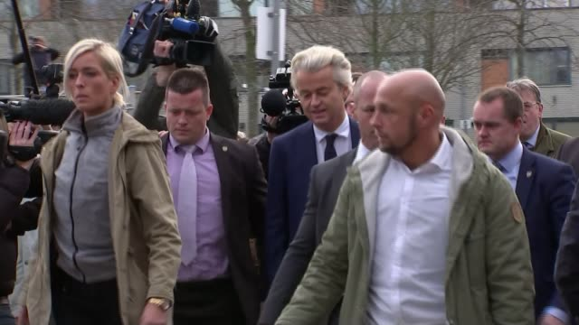 voting underway netherlands the hague ext geert wilders arriving at polling station with others - オランダ点の映像素材/bロール