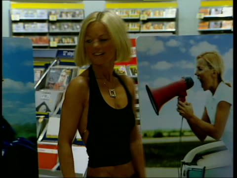 vídeos de stock e filmes b-roll de geri halliwell/ celebrity support itn england london former spice girl geri halliwell posing for photocall whilst at record store for record signing... - spice girls
