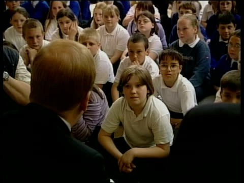 liberal democrats charles kennedy itn england cornwall liberal democrat leader charles kennedy speaking to children gathered in room cms primary... - charles kennedy stock videos & royalty-free footage
