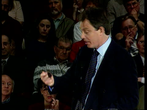 party leaders campaigning; itn england: essex: basildon tgv tony blair standing in centre of group as they give him standing ovation: tms blair... - basildon stock-videos und b-roll-filmmaterial