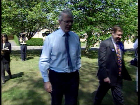general elections polling day itn cambs huntingdon john major and wife norma out of car and along towards polling station ms majors' pose for... - john major stock-videos und b-roll-filmmaterial