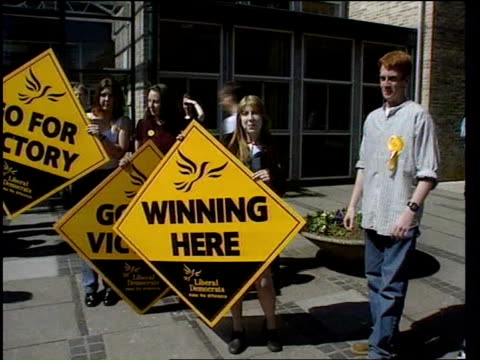 stockvideo's en b-roll-footage met general elections polling day itn somerset yeovil lms paddy ashdown and wife jane and dog towards across field int ashdowns voting in polling station... - yeovil