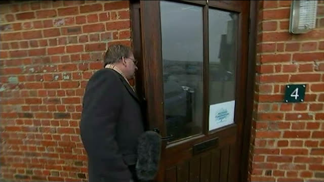 general electkion 2015: channel 4 news cadillac tour: chippenham; reporter at door of conservative party headquarters reporter to camera sot - チッペナム点の映像素材/bロール