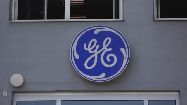 vídeos de stock e filmes b-roll de general electric co ge logo sits on display outside the ge aviation czech s r o aircraft turboprop engine plant in prague, czech republic, on... - general electric