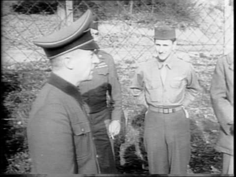 vídeos de stock, filmes e b-roll de general hans von greiffenberg salutes at prison gate and walks over to group of us soldiers / von greiffenberg salutes in front of soldiers / view... - wehrmacht