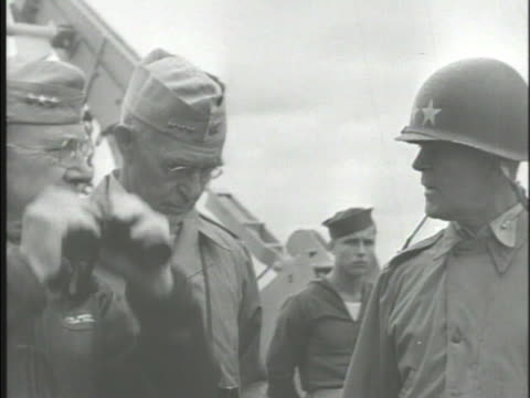 stockvideo's en b-roll-footage met general holland mctyeire smith admiral richmond kelly turner general of the army douglas macarthur standing on deck of ship talking wwii pacific japan - douglas macarthur