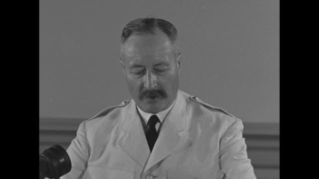 vidéos et rushes de general honore giraud gives speech at unspecified location / [note documentation is unclear indicates location may be washington dc arlington va or... - général grade militaire