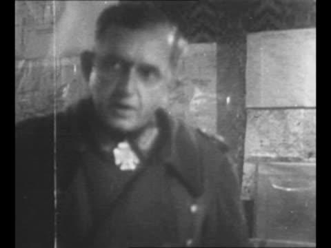 us general joe collins speaks / german lt gen karlwilhelm von schlieben speaks / group at meeting during which von schlieben surrendered to collins... - prigioniero di guerra video stock e b–roll