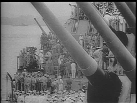general jonathan m wainwright general james doolittle arriving onboard / us troops crowd the uss missouri / admiral nimitz boards the ship / general... - generale grado delle forze armate video stock e b–roll