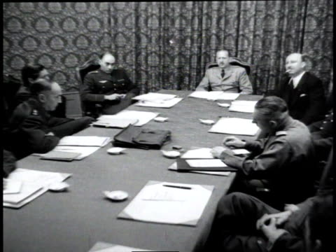 vidéos et rushes de us general joseph mcnarney russian general georgi zhukov and french general alphonse juin sitting at a conference table - lieux géographiques