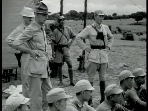 general joseph stillwell standing w/ hands on hips watching nationalist chinese soldiers us soldier standing at map outside w/ nationalist chinese... - hand an der hüfte stock-videos und b-roll-filmmaterial