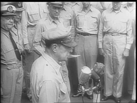 stockvideo's en b-roll-footage met general macarthur giving speech at the microphone closes surrender proceedings - douglas macarthur