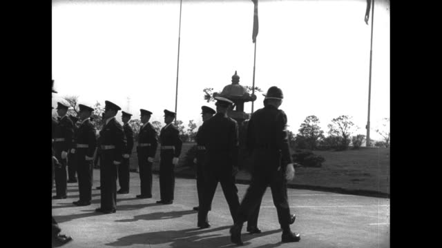 general mark clark and james van fleet and other officers review and salute troops / honor guard and military band pass / van fleet talks and... - vangen bildbanksvideor och videomaterial från bakom kulisserna