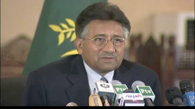 general musharraf announces general election to be held in january 2008 pakistan islamabad photography * * general musharraf along past with other... - モダンロック点の映像素材/bロール