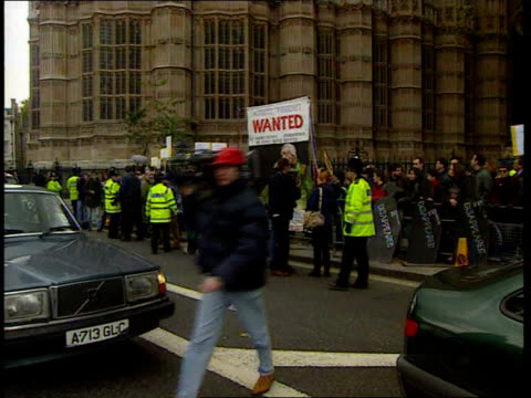 house of lords hearing resumes england london westminster ext antipinochet protesters demonstrating outside houses of parliament with banners calling... - chile stock-videos und b-roll-filmmaterial