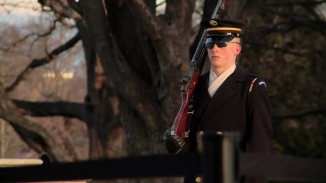 general shots of the tomb of the unknown soldier at arlington national cemetery on a cold january day. includes drummer, flags - アーリントン点の映像素材/bロール