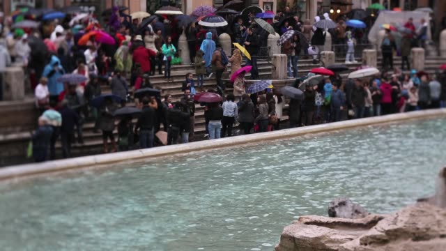 stockvideo's en b-roll-footage met general view around the trevi fountain in rome italy views of rome on march 26 2013 in rome italy - stadsplein