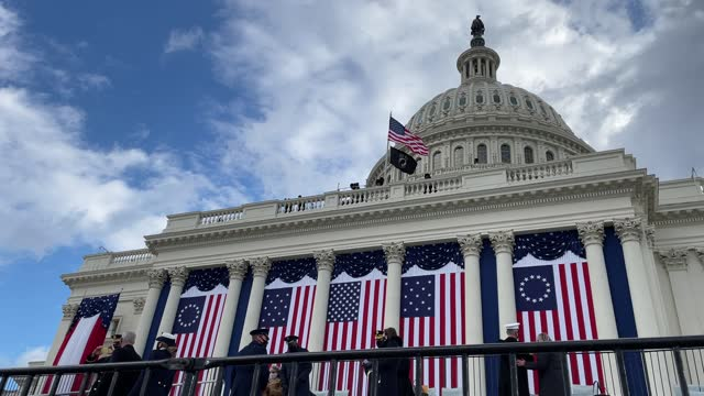 general view as staff make final preparations ahead of the inauguration of u.s. president-elect joe biden on the west front of the u.s. capitol on... - 大統領就任式点の映像素材/bロール