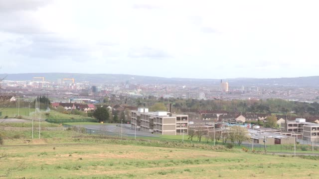 general view belfast, northern ireland - タイタニック号点の映像素材/bロール