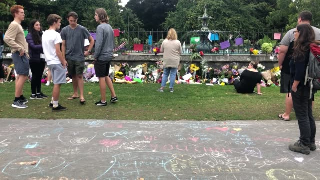 a general view of a chalk message tribute to the victims of the christchurch mosque terror attacks at the botanical gardens on march 16 2019 in... - mosque stock videos & royalty-free footage