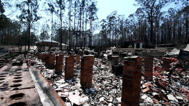 general view of a destroyed home following bushfire damage on november 13 2019 in rainbow flat australia catastrophic fire conditions the highest... - bush stock videos & royalty-free footage