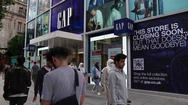 general view of a gap store on oxford street with store closing signs on july 29, 2021 in london, england. the gap clothing chain of shops announced... - slow motion stock videos & royalty-free footage
