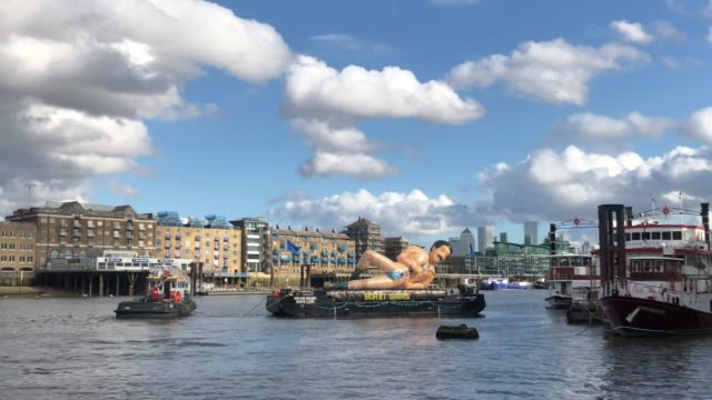 """general view of a giant inflatable borat seen on the river thames to mark to release of """"borat subsequent moviefilm"""" on october 22, 2020 in london,... - borat sagdiyev stock videos & royalty-free footage"""