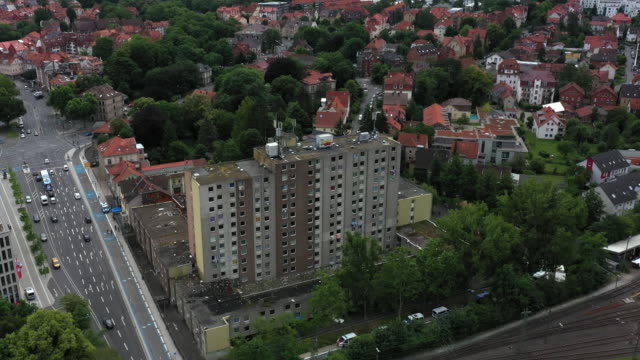general view of a high-rise apartment building struck by a covid-19 outbreak on june 22, 2020 in goettingen, germany. authorities have placed the... - house rental stock videos & royalty-free footage
