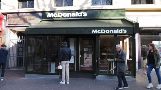 general view of a mcdonald's restaurant with a message explaining that the restaurant was closed but still available through the delivery platforms... - french restaurant stock videos & royalty-free footage