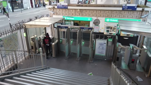 general view of a quiet metro station in paris france continues the lockdown to tackle coronavirus after the total number of fatalities from the... - underpass stock videos & royalty-free footage