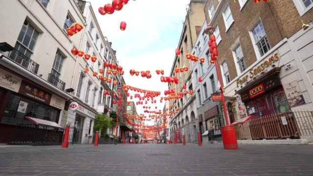 general view of an empty china town during a weekday on march 31, 2020 in london, england. like many other countries around the world, the united... - weekday stock videos & royalty-free footage