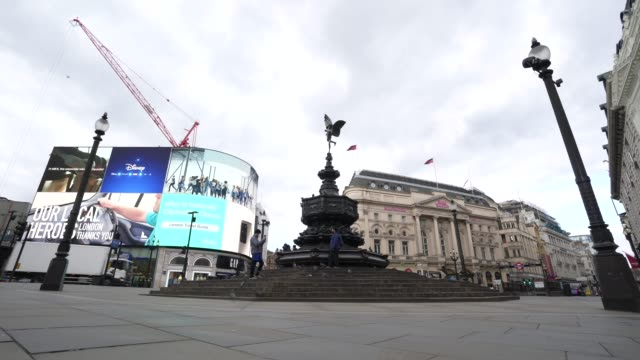 general view of an empty piccadilly circus during a weekday on march 31, 2020 in london, england. like many other countries around the world, the... - weekday stock videos & royalty-free footage