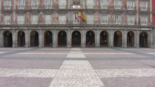 a general view of an empty plaza mayor spanish goverment will forbid all nonessential economic activity until april 9 as coronavirus quarantine... - abwesenheit stock-videos und b-roll-filmmaterial