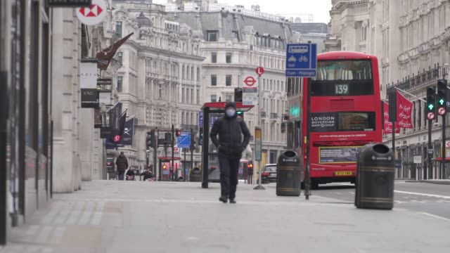 general view of an empty regent street during a weekday on march 31, 2020 in london, england. like many other countries around the world, the united... - weekday stock videos & royalty-free footage