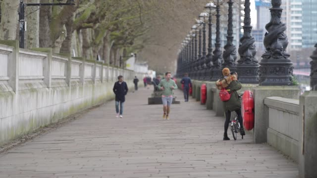 general view of an empty south bank during a weekday on march 31, 2020 in london, england. like many other countries around the world, the united... - weekday stock videos & royalty-free footage