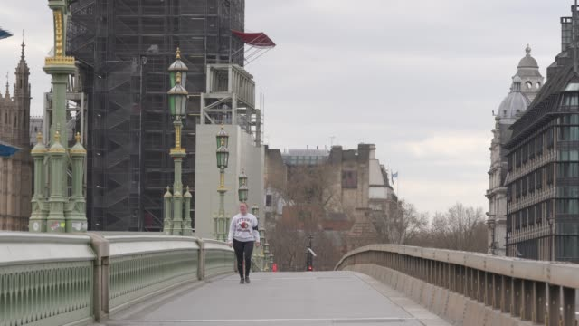 general view of an empty westminster bridge during a weekday on march 31, 2020 in london, england. like many other countries around the world, the... - weekday stock videos & royalty-free footage