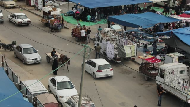 general view of an outdoors market in the nuseirat refugee camp in central gaza strip, which has reopened after the covid-19 lockdown on july 13,... - flykting bildbanksvideor och videomaterial från bakom kulisserna