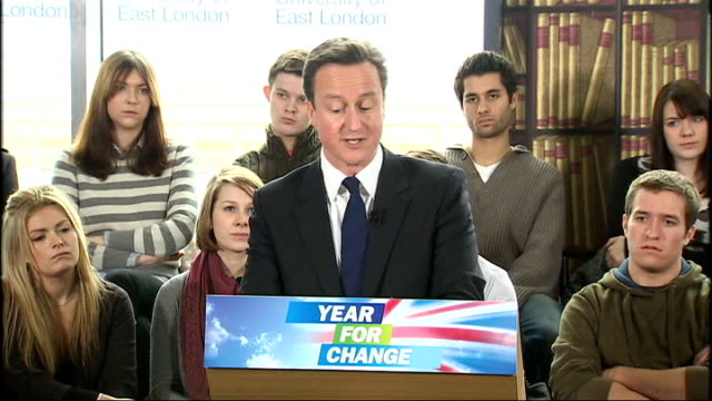 general view of cameron speaking to students cameron speech sot - how gordon brown can claim to be a reformer with a straight face, i just don't... - 改革論者点の映像素材/bロール