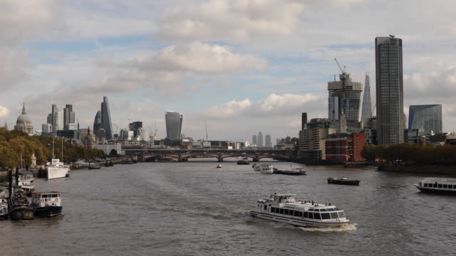 vídeos de stock e filmes b-roll de general view of city of london and south bank as seen from the waterloo bridge on october 27 2016 in london england - hsbc towers